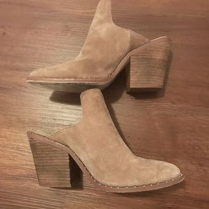 Chinese laundry stacked heel booties tan suede 7.5